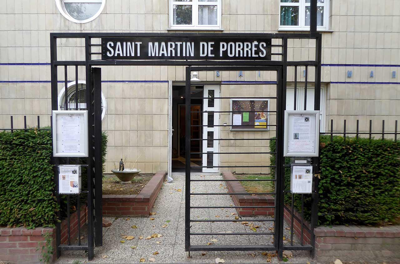 Entrée extérieure de la chapelle Saint Martin de Porrès à Paris